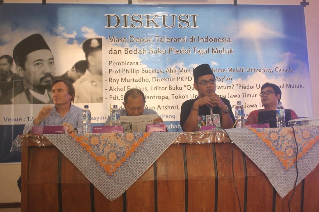 Tampak dari kiri Prof. Philips Buckley, Pdt. Simon Flantopa, Aan Anshori, dan Akhol Firdaus sebagai pembicara dalam diskusi Masa Depan Toleransi di Indonesia, Ahad (02/3/2014).