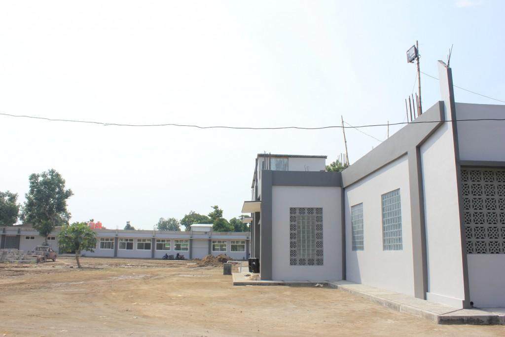 Gedung Pesantren Sains Tebuireng II yang baru selesai dibangun, terletak di Desa Jombok kecamatan Ngoro, Jombang 5 km kearah selatan dari Pesantren Tebuireng induk.