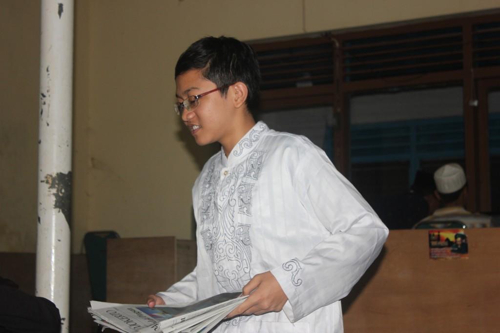 Roziqin saat menjalankan tugas di kantor Tebuireng  Media Group .