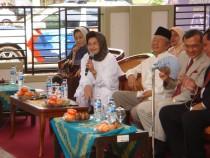 menteri kesehatan sat meresmikan puskestren di Tebuireng