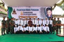 Mudir Ma'had Aly Hasyim Asy'ari bersama mentor kemiliteran dan para peserta diklat.