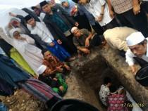 Proses pemakaman Pak Dur pagi tadi jam 11.00 WIB