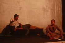 Salah satu agedan dalam drama teater mBureng di Gedung A lantai 3 Universitas Hasyim Asy'ari, Jum'at (18/03/2016)