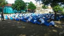 Para siswa MTs Salafiyah Syafi'iyah Tebuireng digembleng secara fisik oleh para tentara dari Koramil Diwek