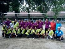 TIm Volly SMP dan MTs foto bersama usai laga final Pengasuh Cup 2016 (20/04/2016) di Lapangan SMP AWH. Tuan rumah berhasil keluar sebagai juara.