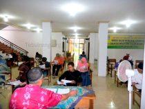 Para calon Mahasiswa mengikuti tes tulis PMB Gelombang Pertama Ma'had Aly Tebuireng, Ahad (15/05/2016)