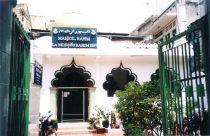 Masjid ar Rahim di Hi Chi Minh City adalah masjid tua di Vietnam yang didirikan oleh para pendatang dari Indonesia dan Malaysia pada tahun 1885