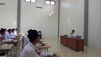 Pengasuh Pesantren Tebuireng, Dr. Ir. KH. Salahuddin Wahid menyampakan materi Ke-Tebuireng-an kepada peserta Diklat Kader angkatan kedua di Jombok Ngoro Jombang, hari ini (21/09/2016)