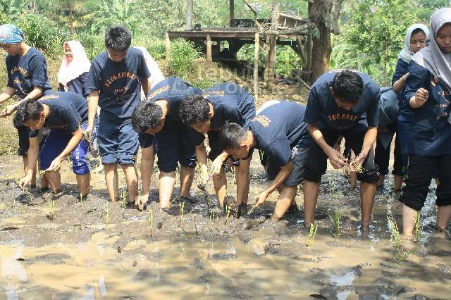 Observasi KIR SMA A. Wahid Hasyim di Pasuruan, Sehari Lebih Dekat dengan Alam